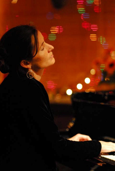 Molly Flannery piano player